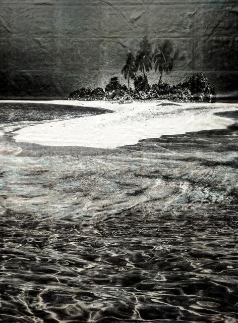 Patricia Jacomella, Denk-Mal, 2018, Foto-transfer, Aquarell und Disperison auf Betttuch, 211 x 163 cm